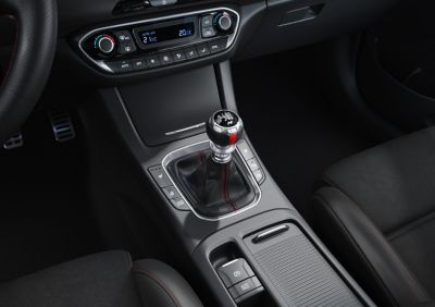 Close-up of the gearshift in the new Hyundai i30 N Line Fastback.